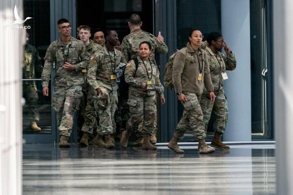 Số ca nhiễm ở Mỹ vượt 100.000, TT Trump huy động 1 triệu lính dự bị