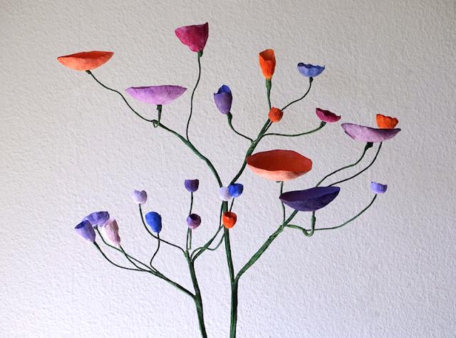 Albero con fiori di carta per matrimonio ecologico 2020, alberi.