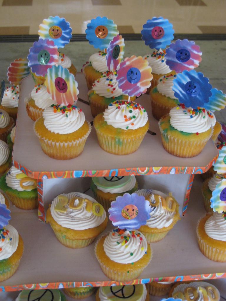 decorated cupcakes ideas. Black Bedroom Furniture Sets. Home Design Ideas
