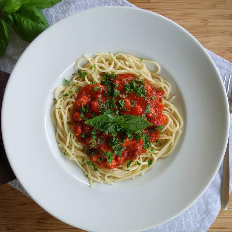 Nudeln mit Tomatensosse, Nudeln mit Sosse, Spaghetti Sosse, Spaghetti mit Tomatensosse, Tomatensosse Rezept, Nudelgerichte, Kochrezepte, Spaghetti bolognese einfach, pasta alla bolognese, diy blog,