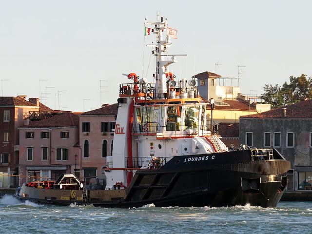 Tugboat Lourdes C, IMO 9170341, Giudecca canal, Venice