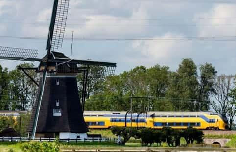 جميع القطارات في هولندا تعمل على طاقة الرياح