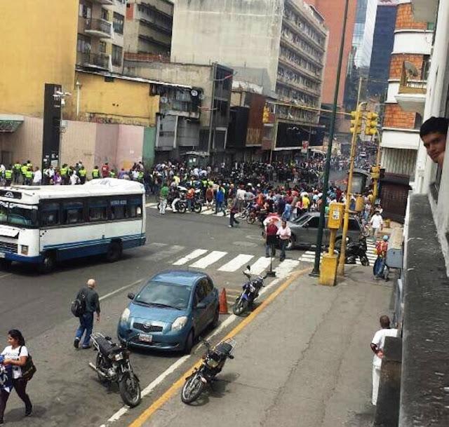 Metro Mercado Capitolio fue saqueado por guardias y colectivos armados