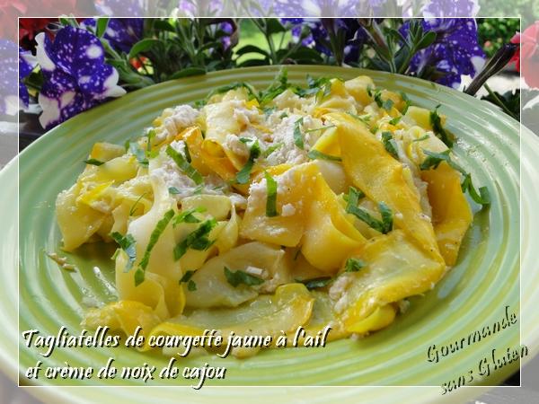 Tagliatelles de courgette jaune à l'ail et crème de noix de cajou