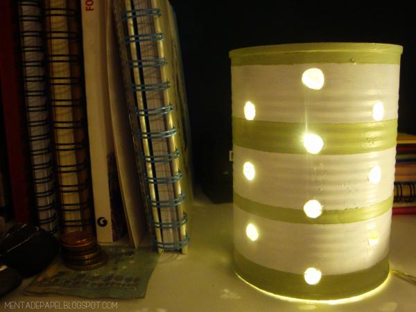 Lámpara hecha con lata reciclada
