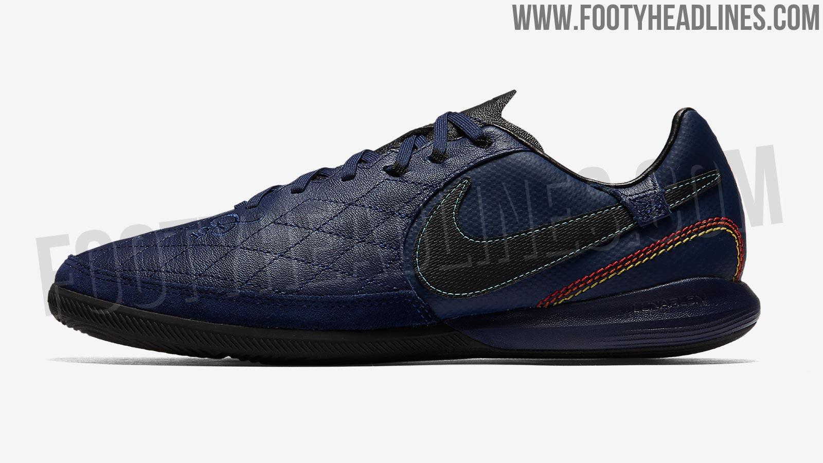 Nike Ronaldinho Indoor Shoes