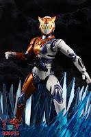 S.H. Figuarts Kamen Rider Valkyrie Rushing Cheetah 23