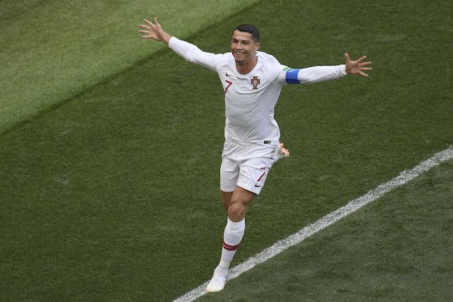 Giúp Bồ Đào Nha chiến thắng, Ronaldo đi vào lịch sử
