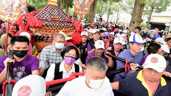 大甲媽鑾轎抵達彰化 王惠美接駕祈求國泰民安