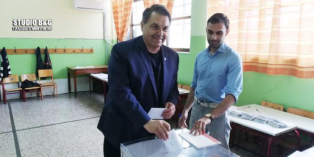Ψήφισε ο Δημήτρης Καμπόσος