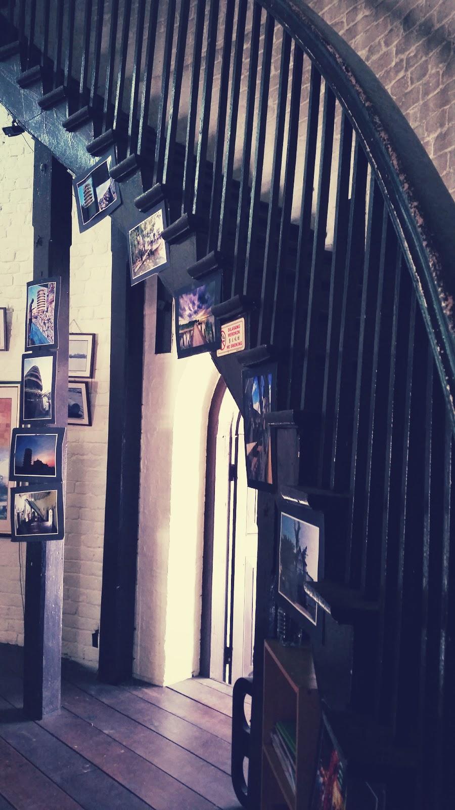 Pandangan tangga dari bawah