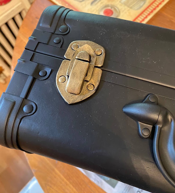Photo of a suitcase latch painted with gold paint
