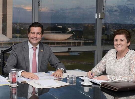 Projeto do trem turístico é pauta de reunião entre Ministro dos Transportes e Prefeita de Piranhas