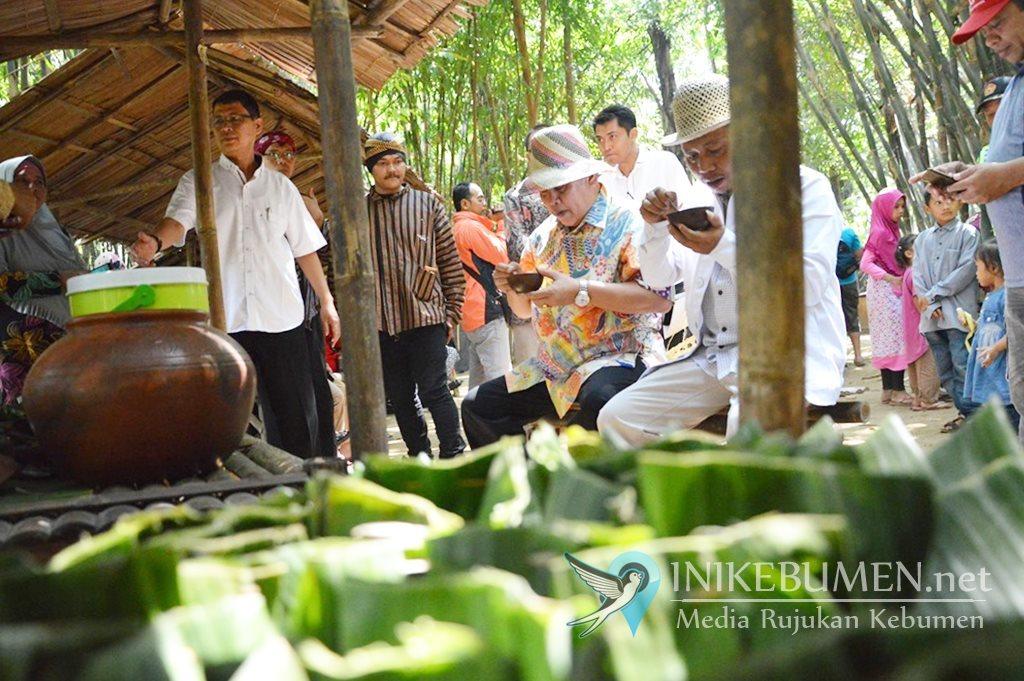 Sukses Sulap Rumpun Bambu jadi Pasar, Gus Yazid Apresiasi Warga Grenggeng