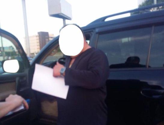 У Києві затримали прокурора та колишнього працівника ГПУ під час одержання $20 тисяч хабара