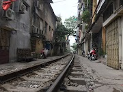 Hanoi Train Street @ Landasan Keretapi di Hanoi