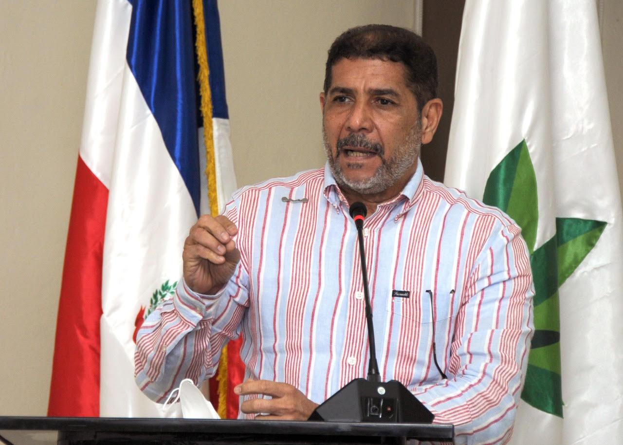 Ministro Agricultura Limber Cruz, inicia reuniones trabajo con Direcciones  Regionales