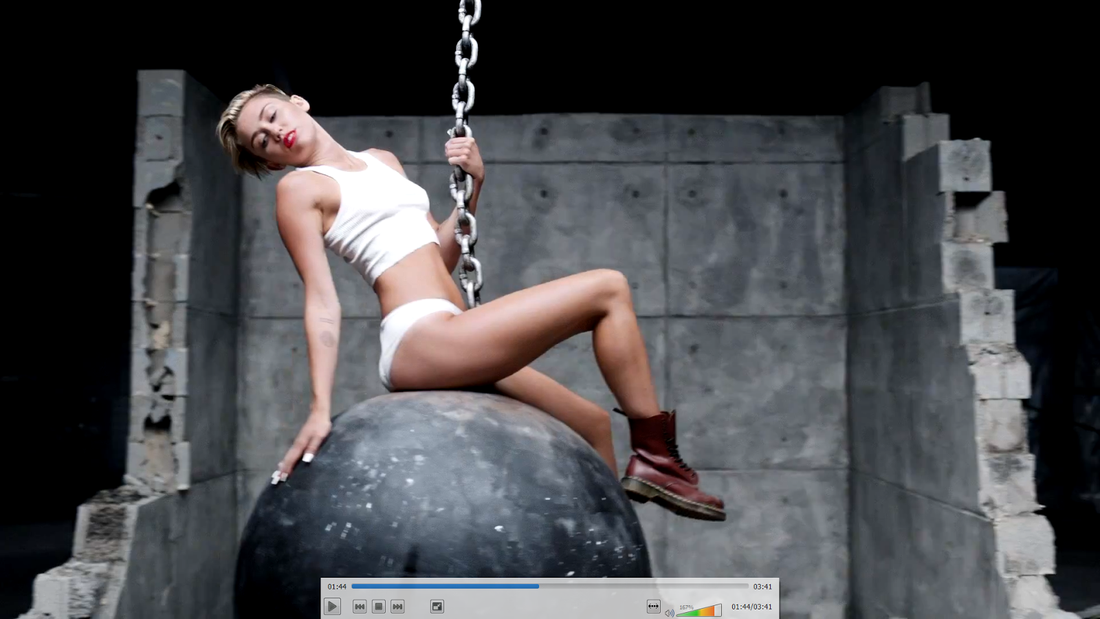 Miley Cyrus: MILEY CYRUS - WRECKING BALL VIDEO