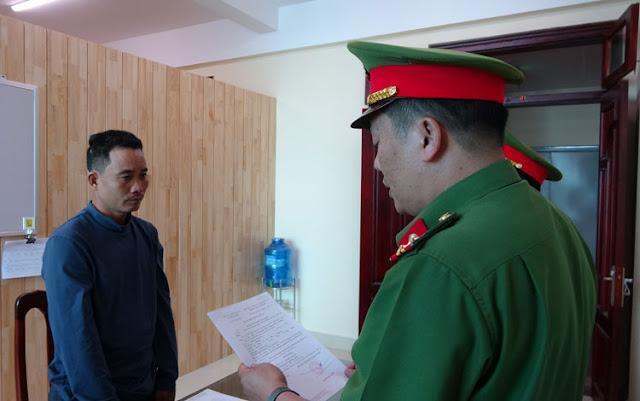 Ông Nguyễn Thanh Tú nghe đọc quyết định khởi tố vụ án, khởi tố bị can