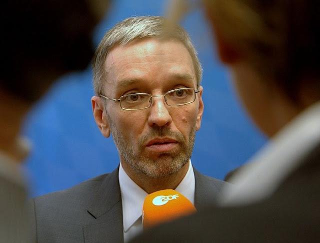 النمسا: كيكل يصرف رواتب (مبالغ فيها) لموظفيه