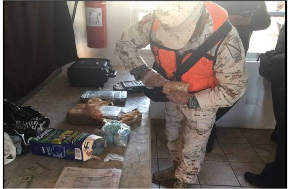 Elementos de la SEDENA incauta en Sonora más de 26 mdp de fentanilo y cocaína a bordo de un camión de pasajeros