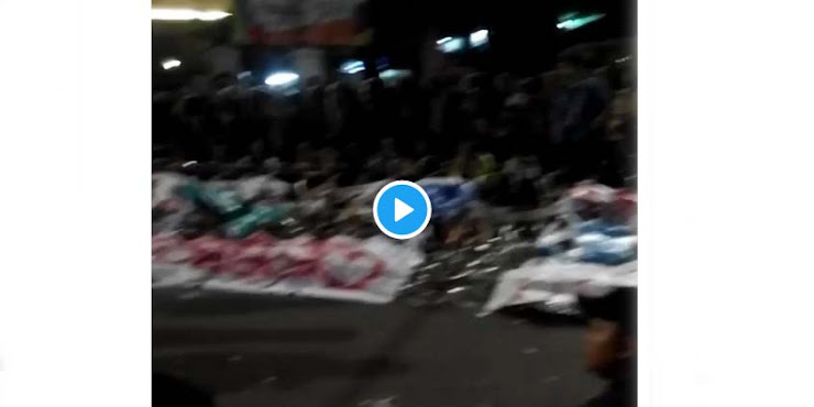 [Video] Ditunggu Ribuan Mahasiswa Hingga Larut Malam, Presiden Jokowi Tidak Juga Nongol