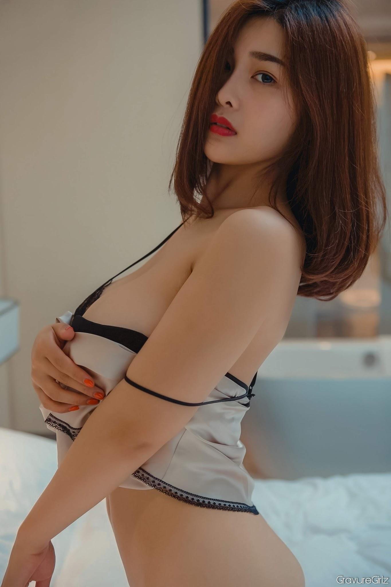 Yan Panpan Sexy Big Breasts Police Cosplay In Tiny - Hot ...