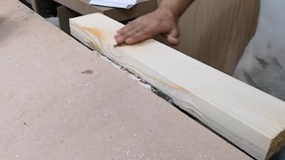 قطعة خشب تم تنعيمها بواسطة صنفرة دبابة