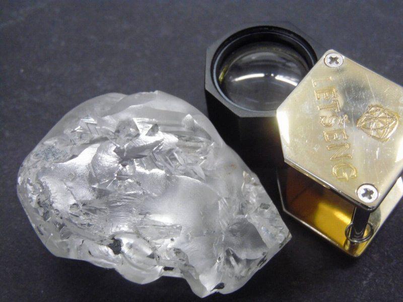 Hallan notable diamante de 442 quilates en mina de Lesoto