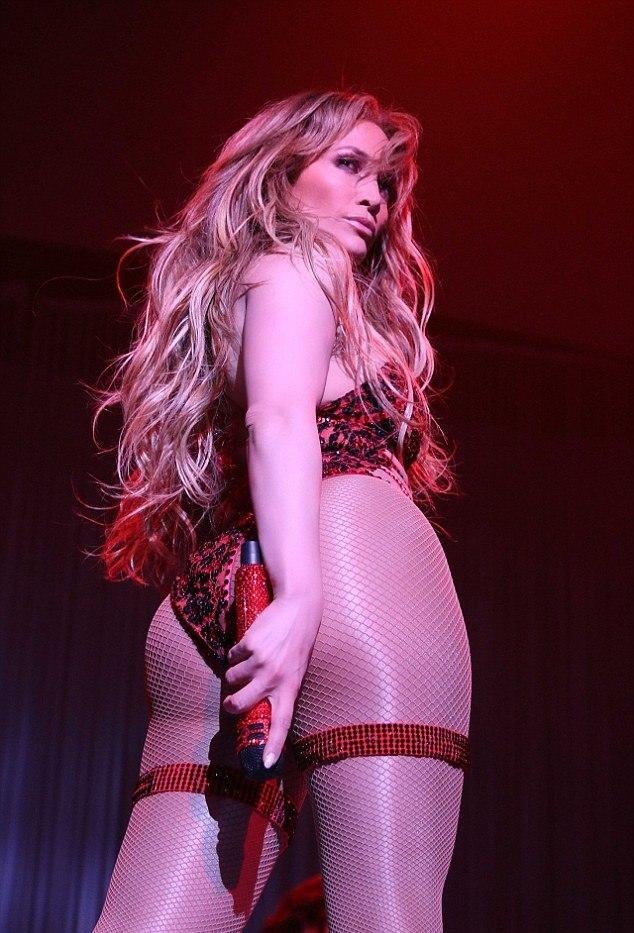 ffd92029bd0 Age-defying Jennifer Lopez