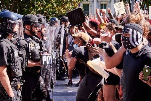 Aprueban disolver departamento de Policía de Minéapolis, EE.UU.