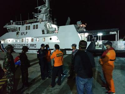 Tim saat briefing di Pelabuhan Perikanan Nusantara Tual sebelum melakukan pencarian