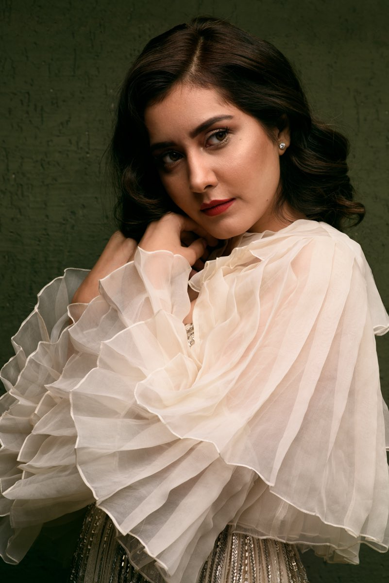 Bollywood Actress RaashiKhanna HotPhotos MakeUp BeautyTips Fashion WallPapers Biography Wikipedia MoviesList VideoSongs Photoshoots