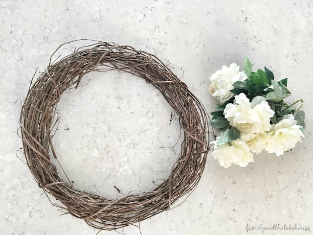 Family and the Lake House - Simple and Pretty Spring Wreath www.familyandthelakehouse.com