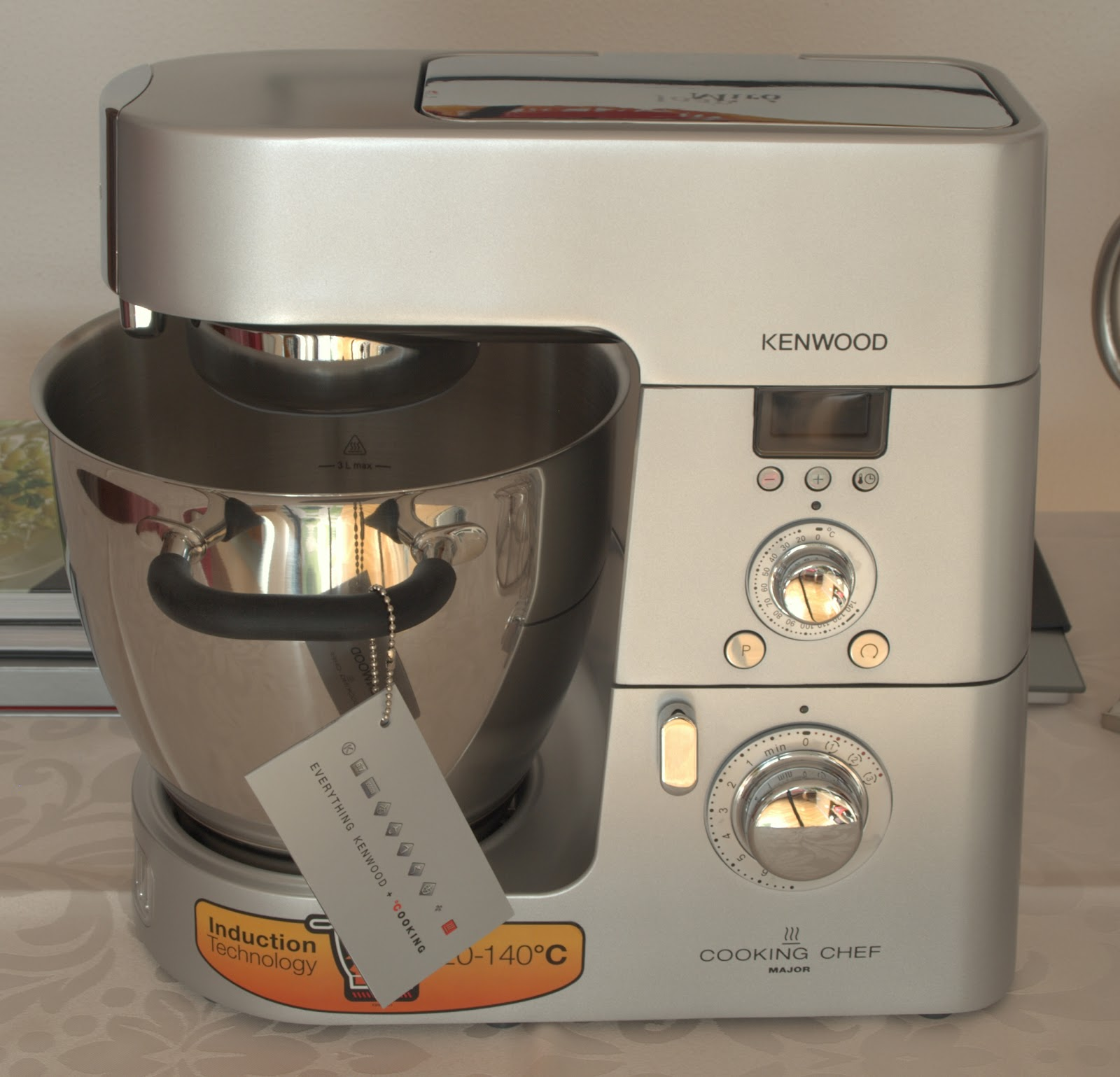 Robot De Cocina Kenwood Cooking Chef Kenwood Cooking Chef Entre Cacerolas Y Delantales