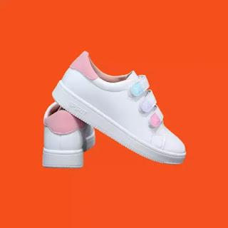 حذاء رياضي نسائي أبيض
