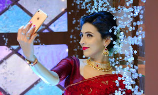 Bidya Sinha Saha Mim Selife With iPhone In Red Saree