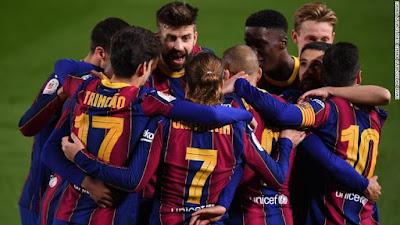 منح برشلونة بعض الراحة من المشاكل خارج الملعب مع عودة مذهلة للوصول إلى نهائي كأس الملك