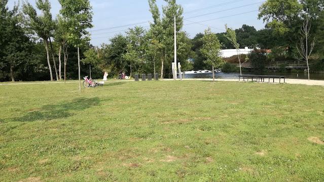 Zona verdejante do parque de Lazer