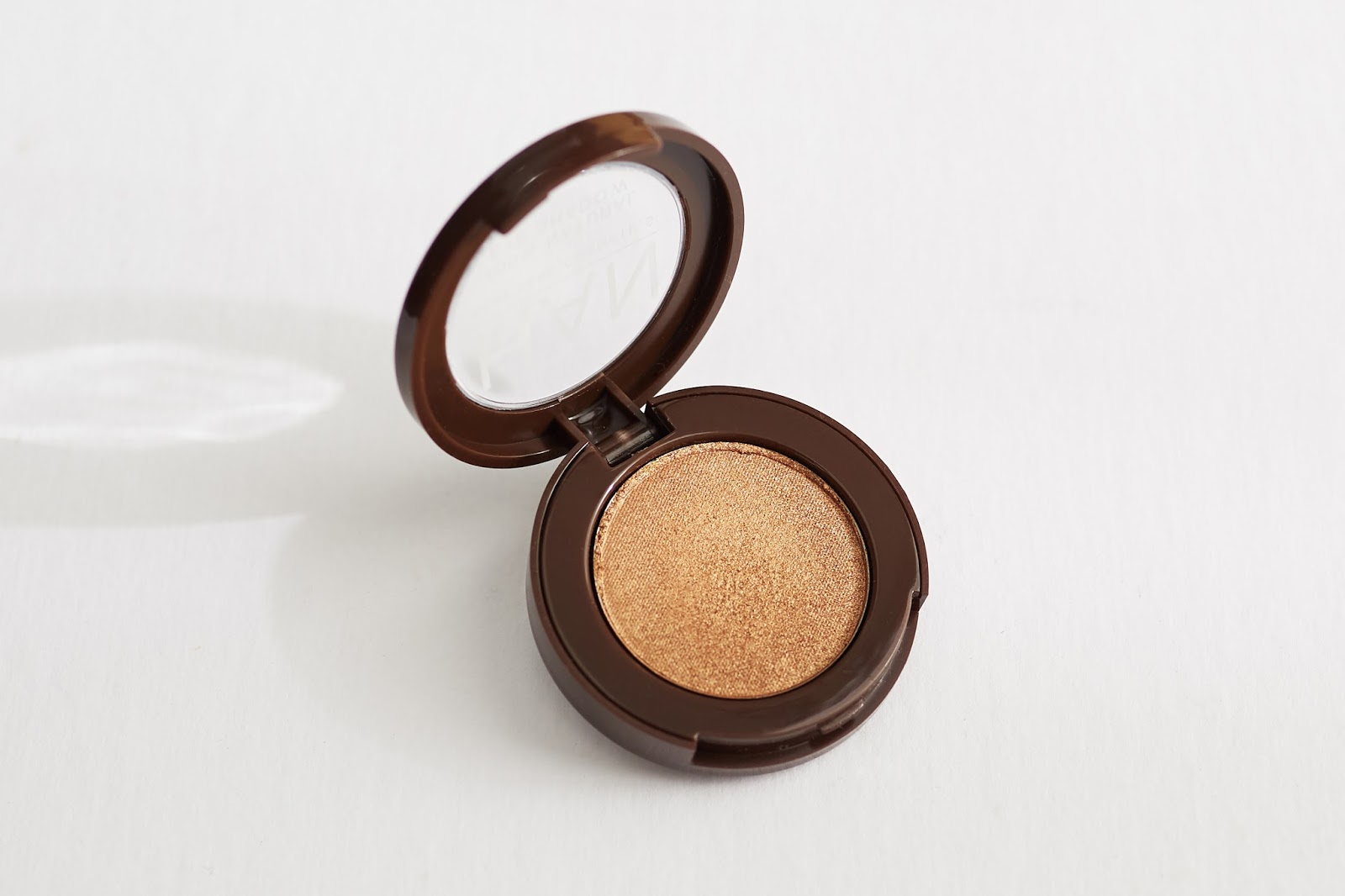 HAN Skin Care Cosmetics Eyeshadow in Golden Glow natural makeup hellolindasau