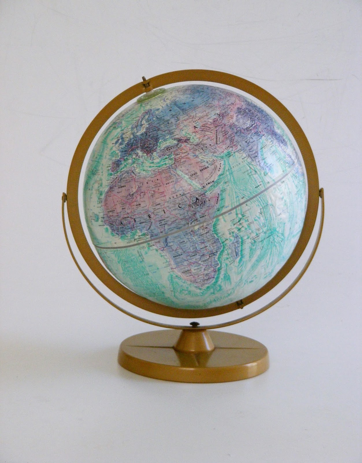 a vintage replogle world series ocean globe diameter 31cm height 41cm r1150 call us on 021 448 2755 or email us on infoatvampfurniture co za