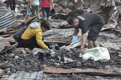 Pemkab Trenggalek Fasilitasi Pedagang Pasar Pon Mengevakuasi Barang yang Tersisa