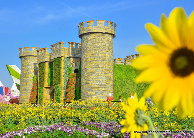 castle in Dubai Miracle Garden