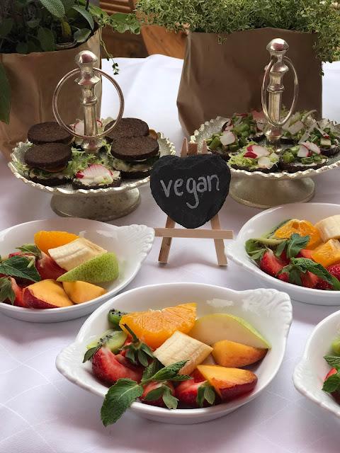 Finger Food vegan, London meets Garmisch-Partenkirchen, Sommerhochzeit im Vintage-Look in Bayern mit internationalen Hochzeitsgästen, Riessersee Hotel, Hochzeitsplanerin Uschi Glas