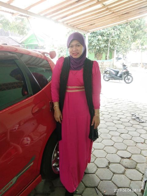 Erna Seorang Janda Beragama Islam Suku Jawa Berprofesi Karyawan Swasta Di Kota Depok Provinsi Jawa Barat Mencari Jodoh Pasangan Pria Untuk Jadi Calon Suami