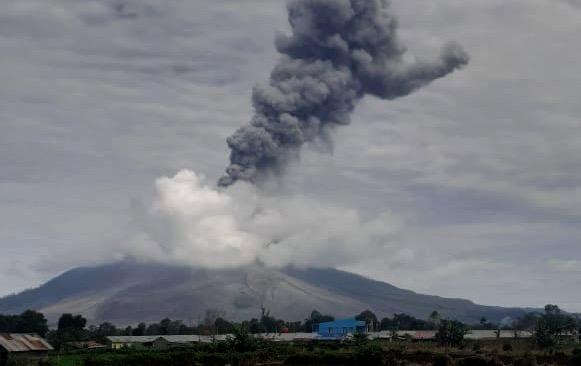 Gunung Sinabung Erupsi Lagi, Tinggi Kolom Abu 2000 Meter