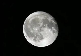 تفسير حلم سقوط القمر على الأرض لابن سيرين
