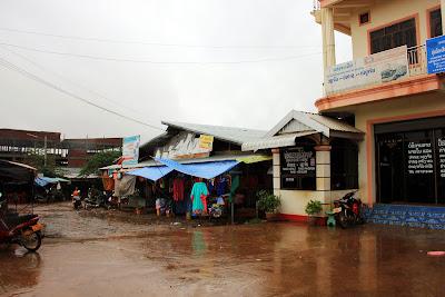 Bus dans la gare nord Kieng Kai Pakse