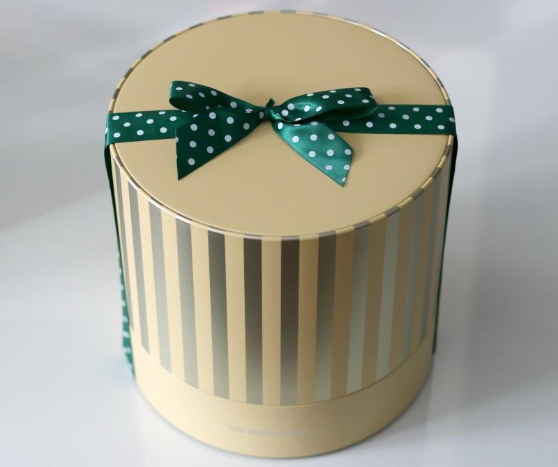 The Body Shop Vanilla Chai Tin Of Delights Gift Set