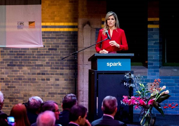 Queen Máxima opened Spark's fifth Ignite conference. Maxima wore Natan pattern skirt and Natan red blouse